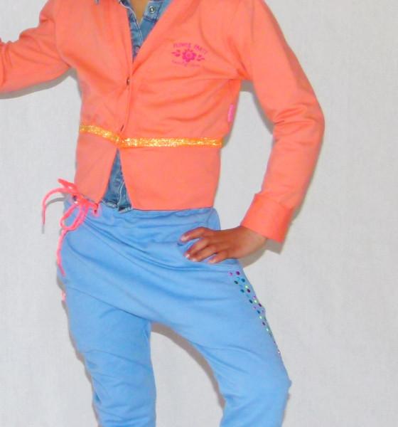 #Sporty chic in #baggypants met #studs en #strass